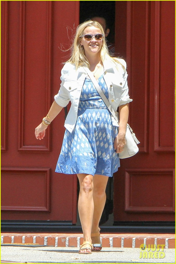 Los Angeles, CA - Reese Witherspoon stops by a gas station, where she has a mishap dropping the hose, afterwards she stopped by a friend's place and finally, visited her office in Beverly Hills. She wore a light blue patterned summer dress with a white jacket on top. AKM-GSI          August 3, 2015 To License These Photos, Please Contact : Steve Ginsburg (310) 505-8447 (323) 423-9397 steve@akmgsi.com sales@akmgsi.com or Maria Buda (917) 242-1505 mbuda@akmgsi.com ginsburgspalyinc@gmail.com